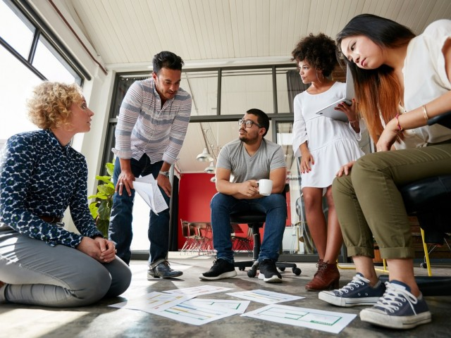 Team collega's samenwerken overleg talent